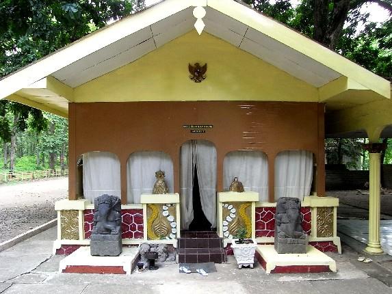 Srigati Wisata Spiritual Ngawi Lokasi Berada 4 Km Jalan Raya
