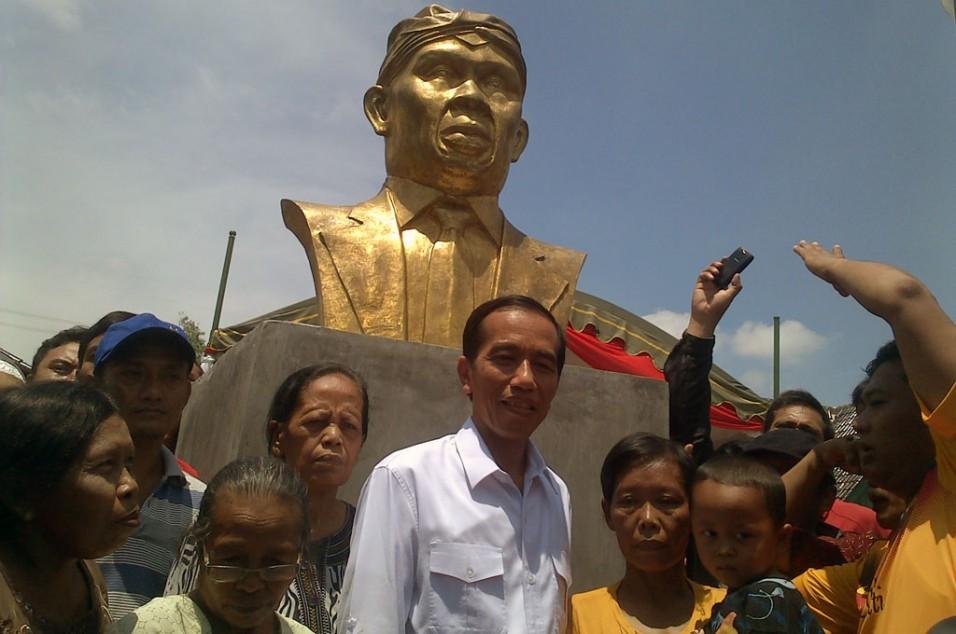 Metrotvnews News Video Portal Jokowi Berfoto Bersama Warga Desa Dirgo