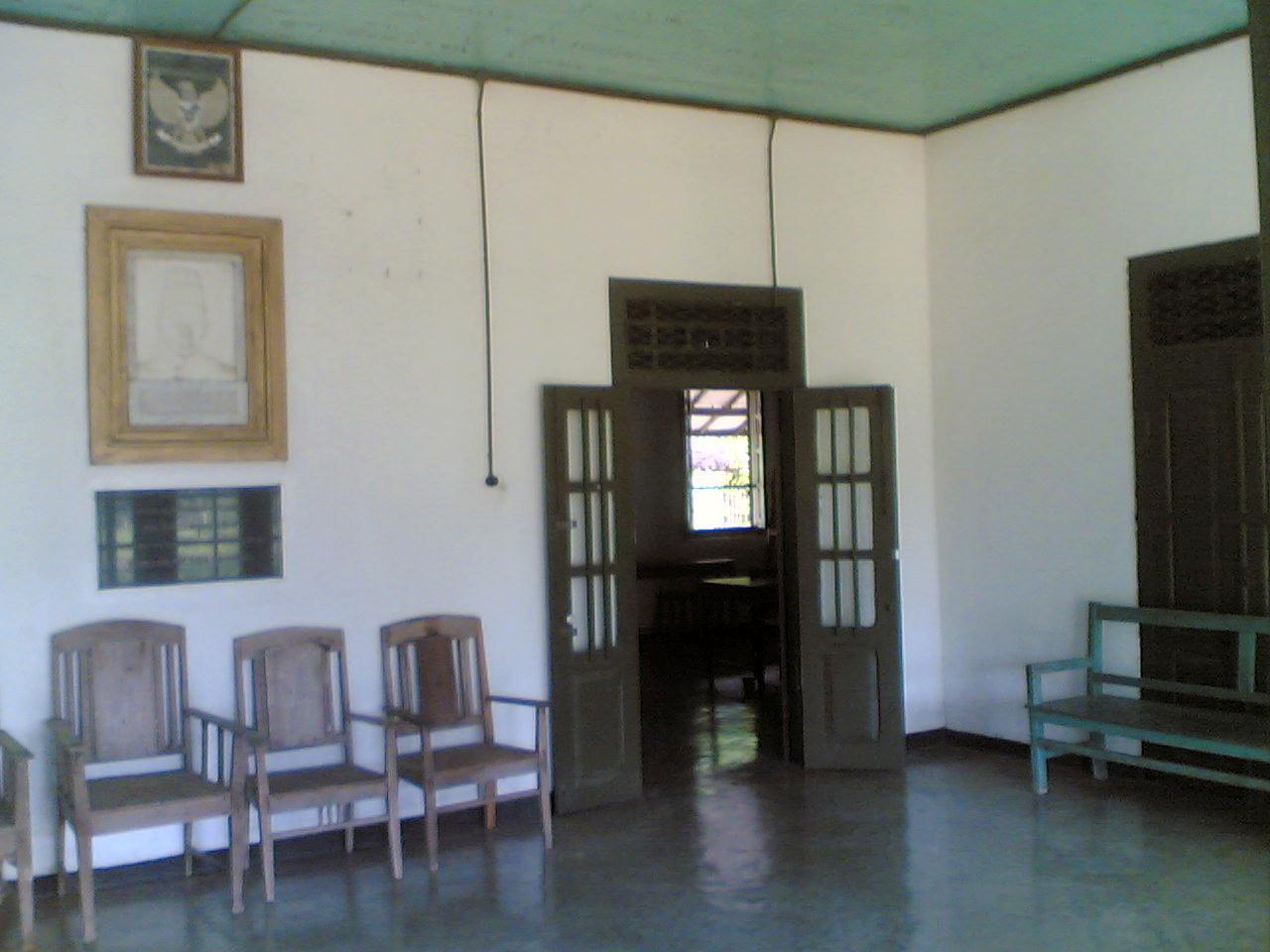 Wisata Ngawi Rumah Peninggalan Dr Radjiman Wedyodiningrat Bagian Ruang Tamu
