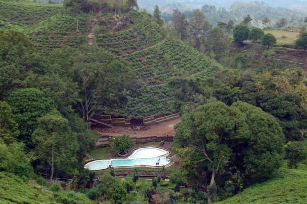 6 Obyek Wisata Ngawi Patut Dikunjungi Taman Air Tirtonirmolo Kab