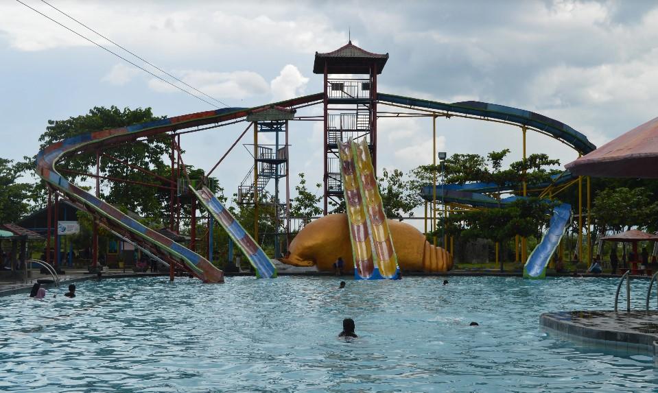 Harga Tiket Masuk Tirtonirmolo Waterpark Ngawi Trip Jalan Taman Air
