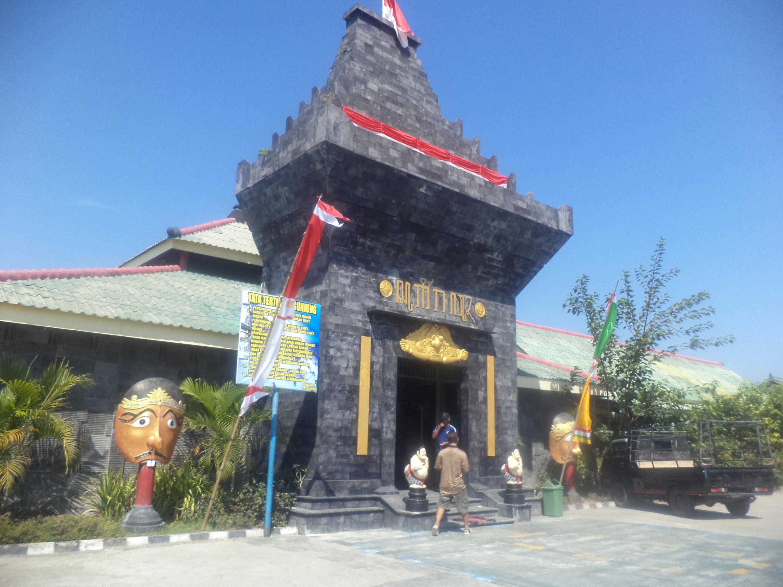 Lokasi Pariwisata Daerah Ngawikab Museumjatim Taman Wisata Water Park Tirto
