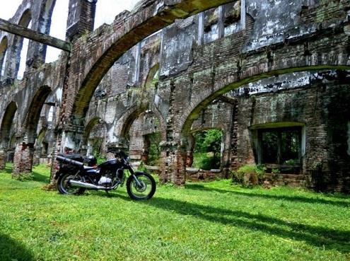 10 Tempat Wisata Ngawi Populer Benteng Van Den Bosch Taman