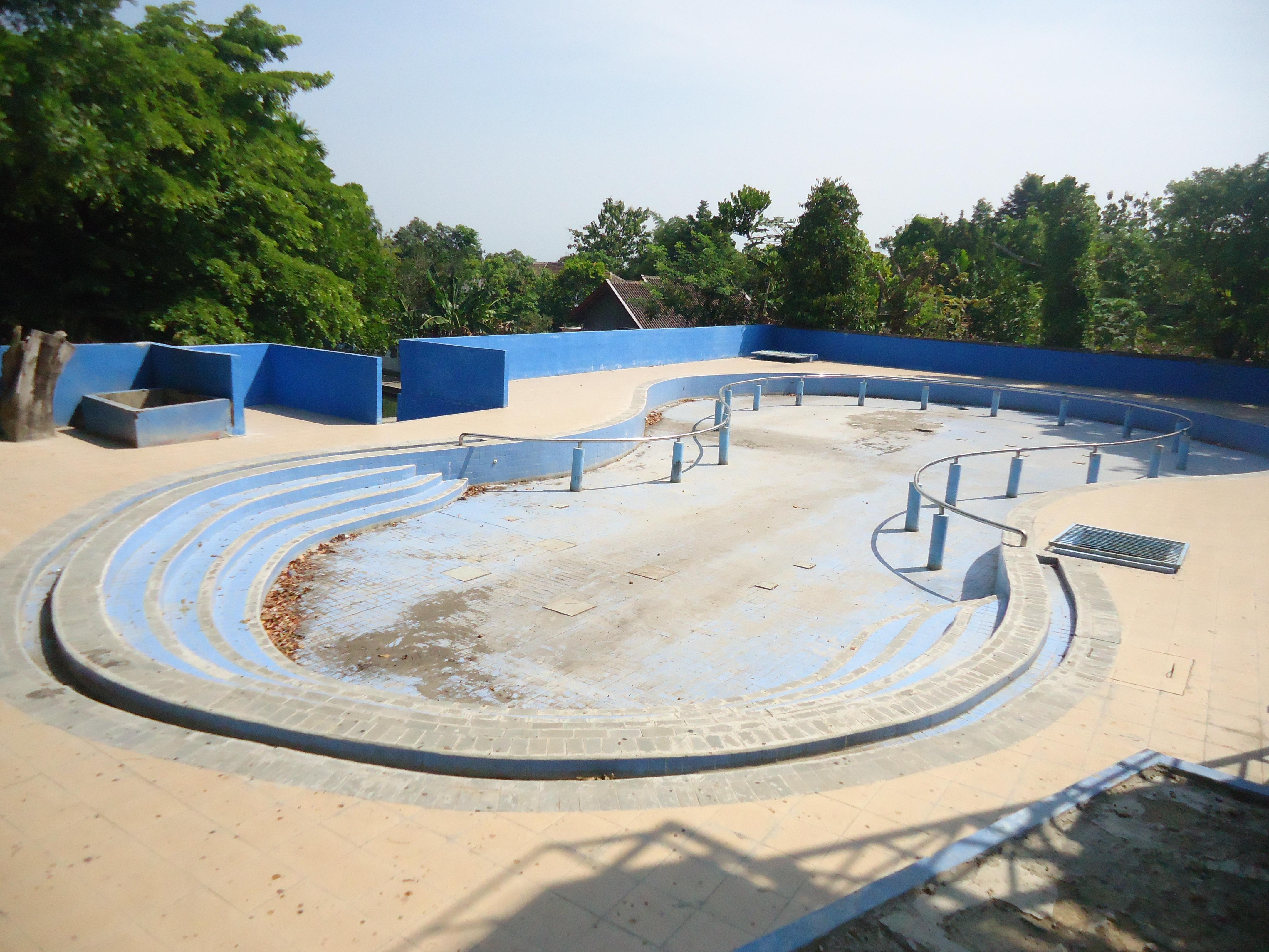 Lokasi Pariwisata Daerah Ngawikab Museumjatim Pemandian Tawun Memiliki Sarana Olahraga