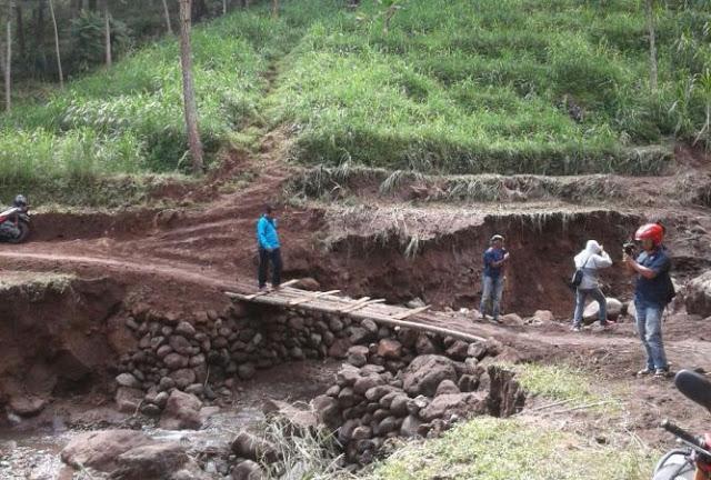 Bentukan Sungai Akibat Longsor Wisata Watu Jonggol Padat Fenomena Lokasi