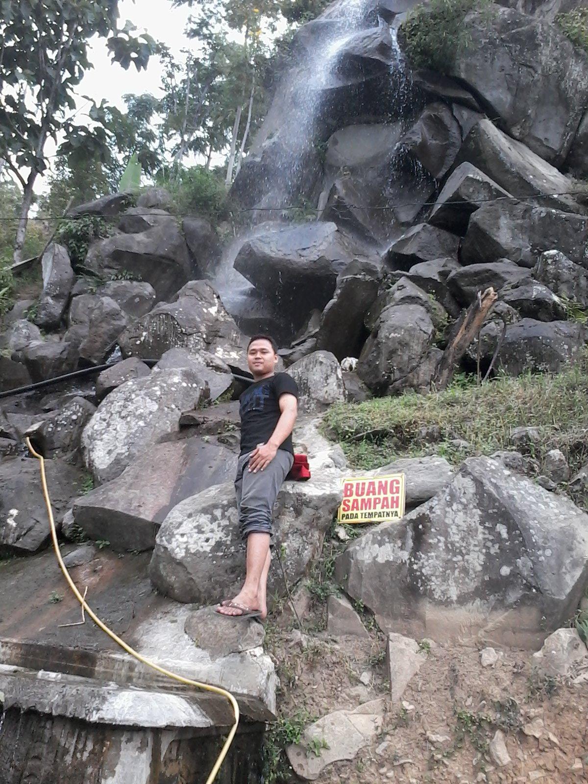 Danang Sutowijoyo 2015 Masuk Wisata Watu Jonggol Cukup Membayar Tiket