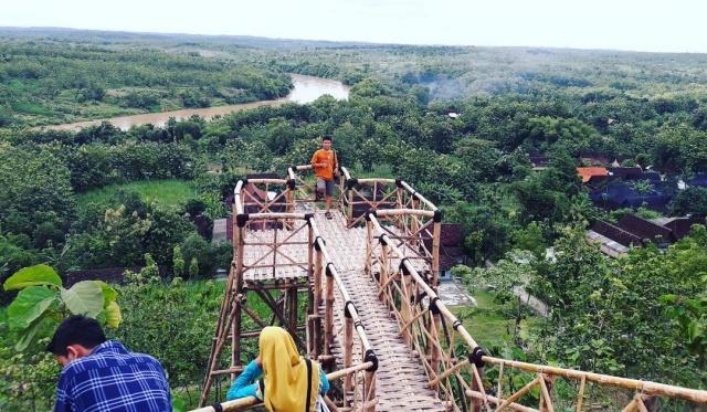 Jembatan Selfie Bukit Kerek Indah Ngawi Foto Rezha Hardhian Wisata