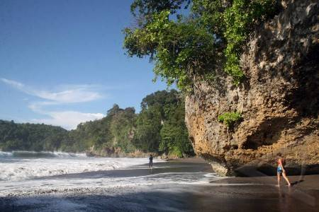 Wisata Nunukan Pantai Batu Lamampu Galeri Nusantara Air Terjun Binusan