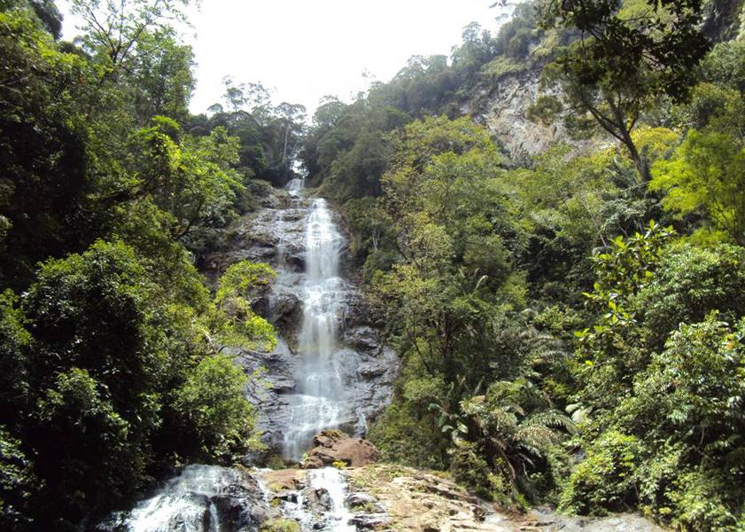 107 Tempat Wisata Kalimantan Utara Menarik Wajib Air Terjun Gunung