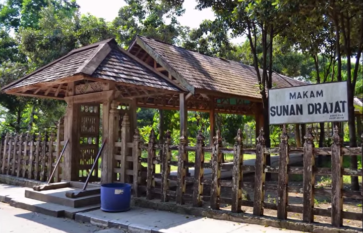 Daftar Tempat Wisata Jawa Timur Lamongan Lumajang Madiun Makam Sunan