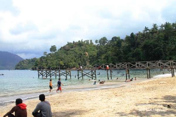 Keindahan Pantai Pasir Putih Karanggongso Trenggalek Info Tiket Air Terjun
