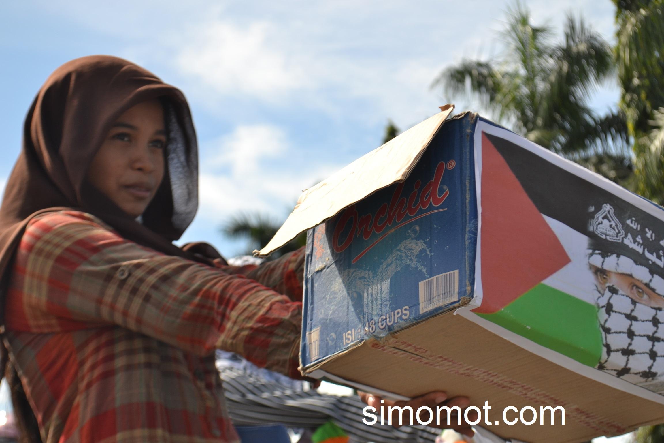 Warga Perbatasan Indonesia Malaysia Menggalang Dana Bantuan Korban Penyerangan Israel