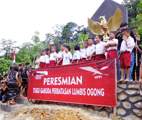 Mppi Bangun Tugu Garuda Pancasila Perbatasan Ri Malaysia Kebanggaan Murid