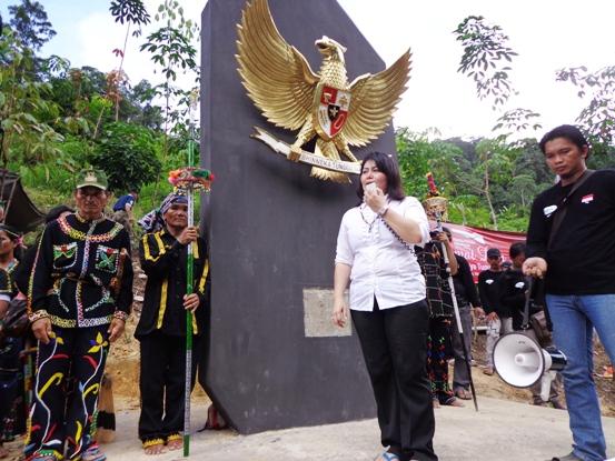 Mppi Bangun Tugu Garuda Pancasila Perbatasan Ri Malaysia Norhayati Andris