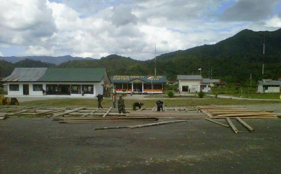 Bandara Long Bawan Krayan Dipenuhi Tni Tribunnews Kab Nunukan