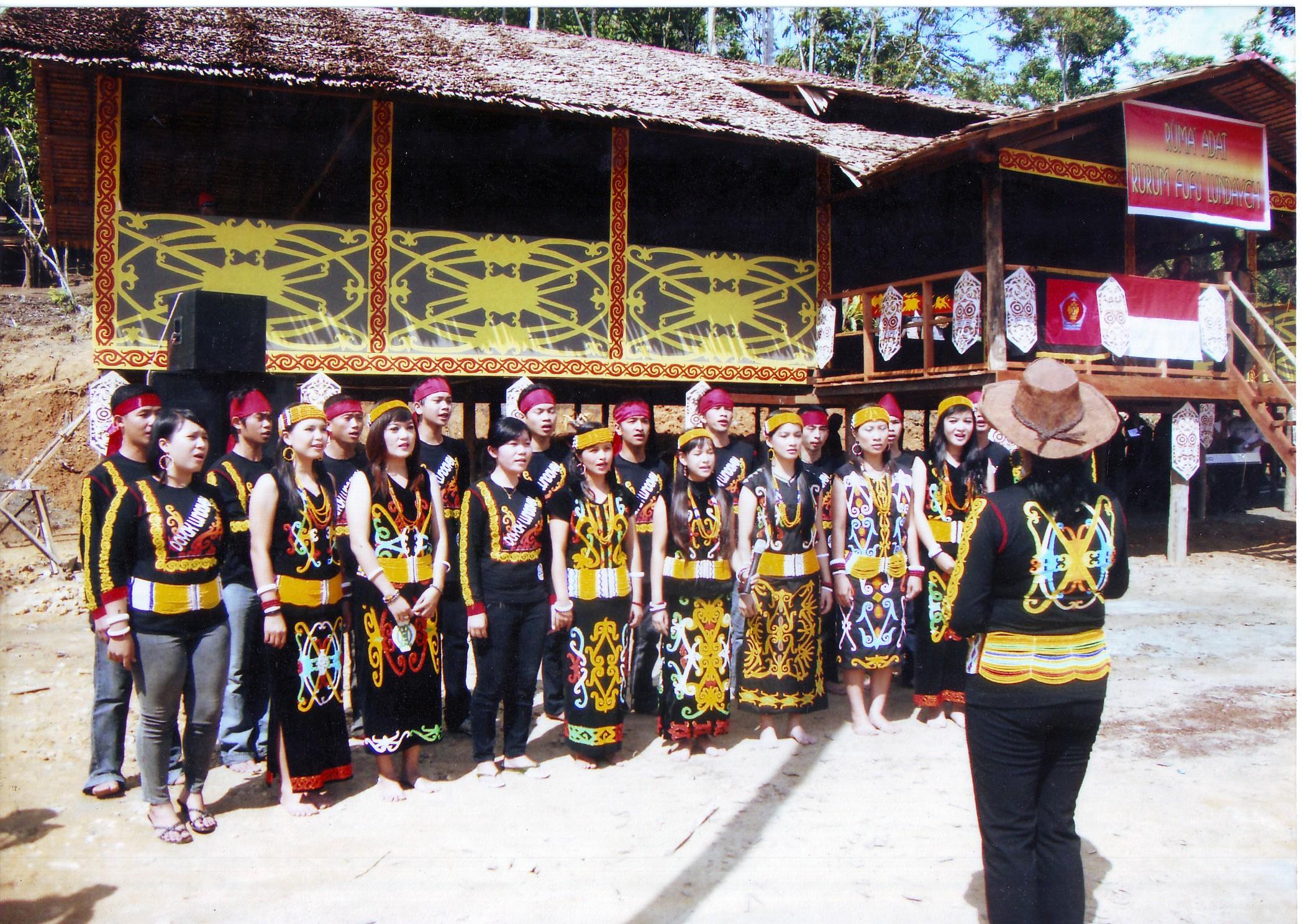 Desa Pulau Sapi Kecamatan Mentarang Kabupaten Malinau Rumh Adat Img