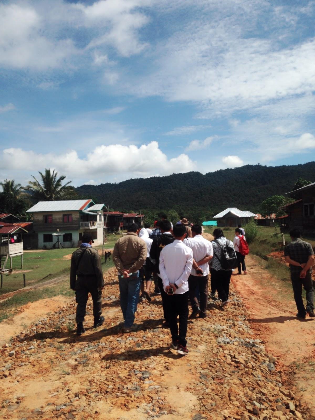 Dokumentasi Kunjungan Lapangan Kegiatan Kampung Sejahtera Long Berjalan Kaki Mengunjungi