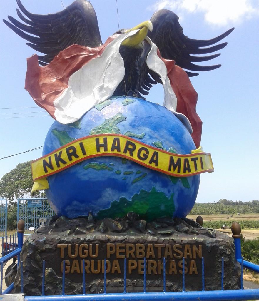 Semangat Tak Terbatas Anak Perbatasan Batas Negeri Foto Tugu Garuda