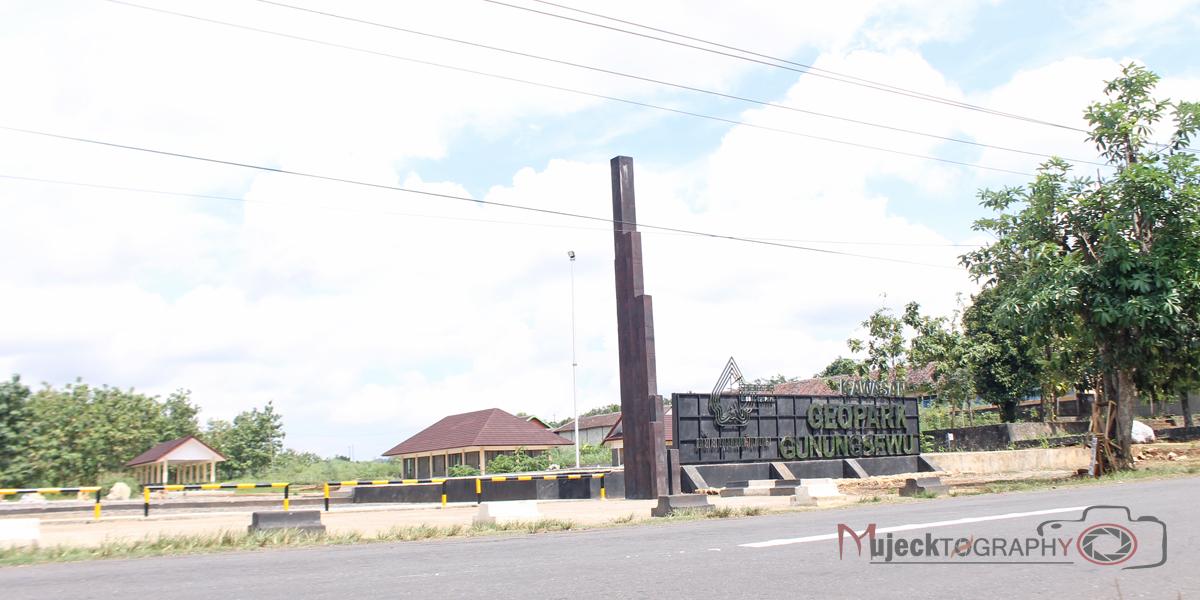 Adit Mujeck Etalase Taman Batu Gunung Sewu Geopark Stone Garden