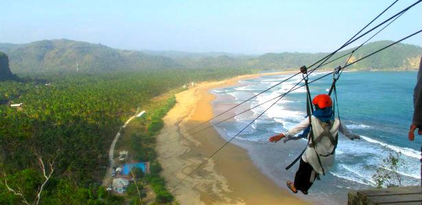 Pantai Taman Kota Pacitan Wisata Dilengkapi Wahana Flying Fox Kab