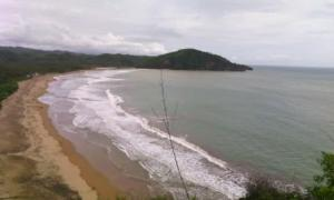 Serunya Flying Fox Pantai Taman Pacitan Oleh Nurul Aisha 14210271891473055603