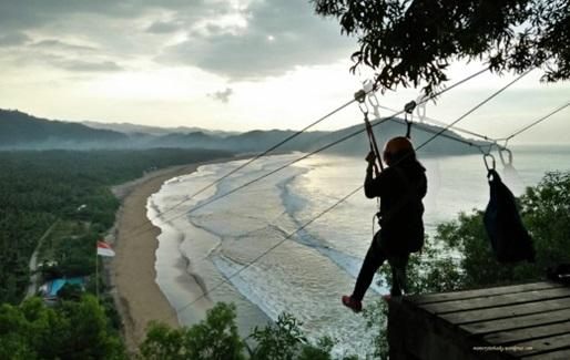 Serunya Flying Fox Sepanjang 450 Meter Pacitan Backpacker Jakarta View