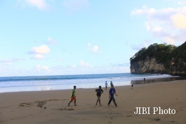 Wisata Pacitan Inilah Lengkap Pantai Taman Madiun Sejumlah Wisawatan Bermain