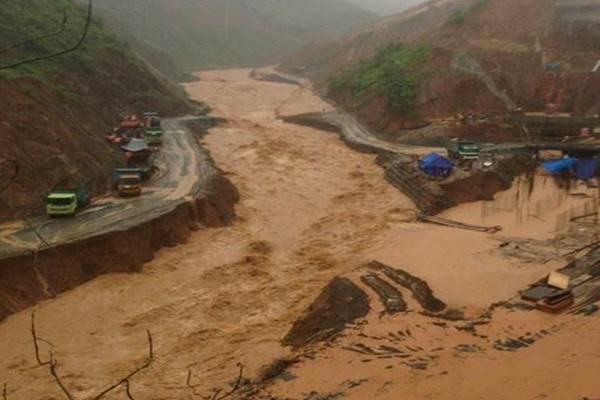 Badai Cempaka Datang Pacitan Tergenang Banjir Longsor Hujan Deras Mengguyur