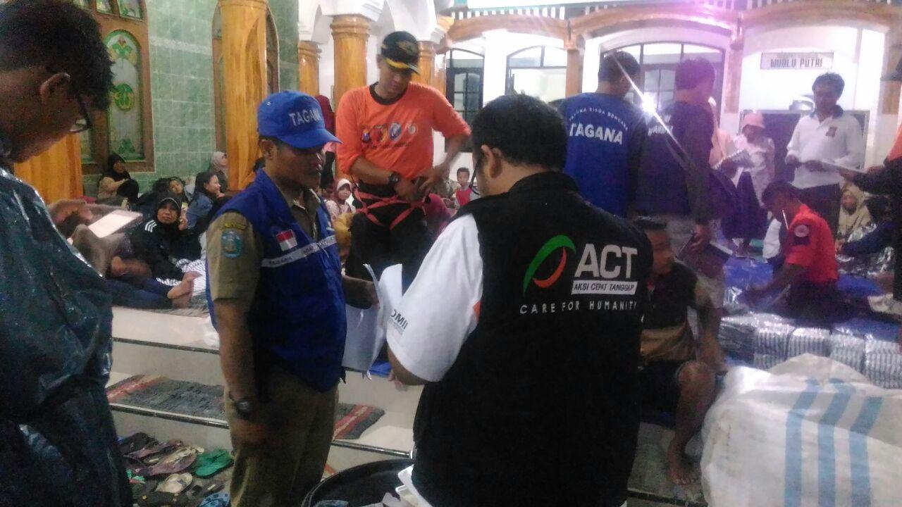 Banjir Pacitan Berimbas Ponorogo 163 Jiwa Mengungsi Masjid Agung Info