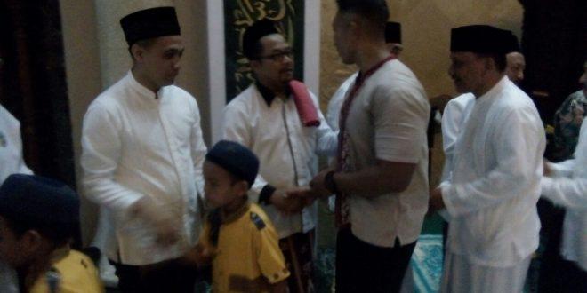 Kasdim Pacitan Mengikuti Sholat Hajat Sujud Syukur Masjid Agung Darul
