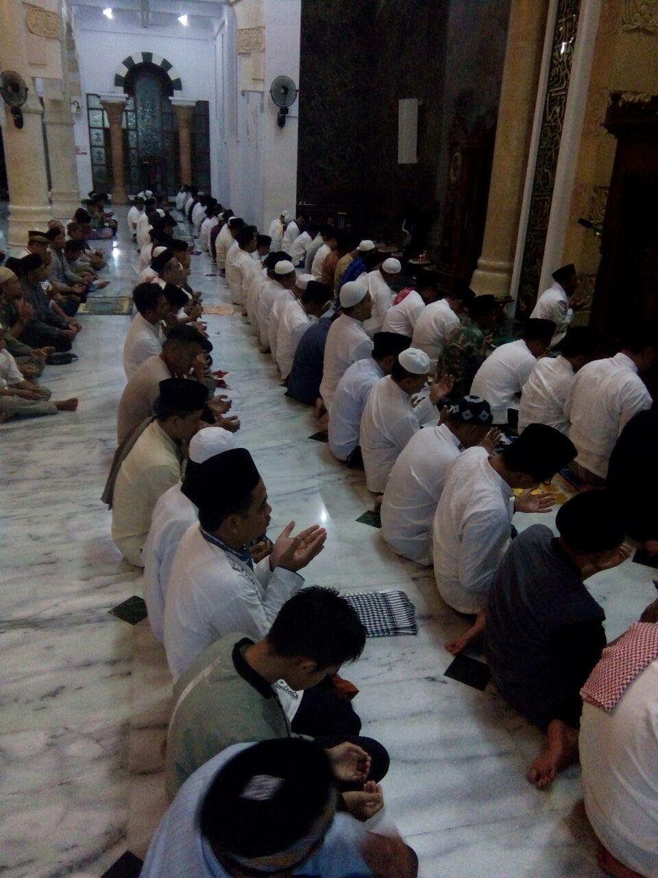 Kasdim Pacitan Mengikuti Sholat Hajat Sujud Syukur Masjid Bertempat Agung