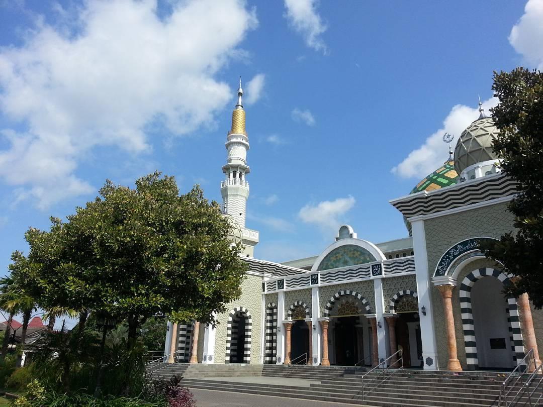 Pacitan Ngabuburitnya 10 Tempat Traveling Yuk Masjid Agung Kab