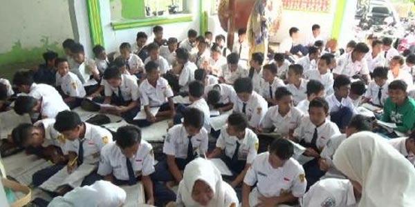 Ujian Masjid Agung Pacitan Siswa Berdesakan Nasional Www Kab