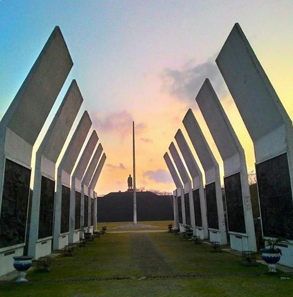 28 Daftar Tempat Wisata Pacitan Wajib Dikunjungi Monumen Jenderal Soedirman