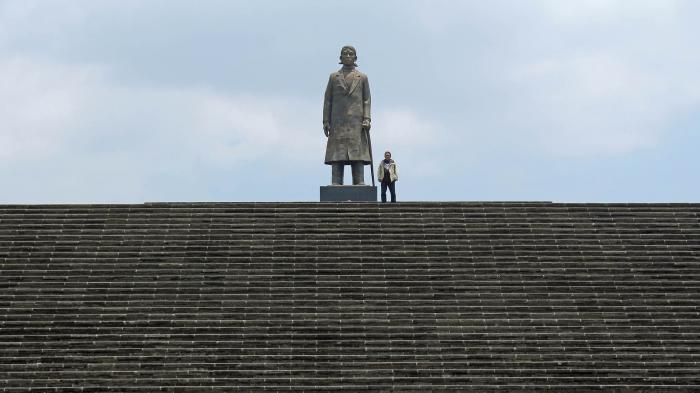 Mari Kita Liburan Tentang Sejarah Monumen Jendral Sudirman Pacitan Jenderal