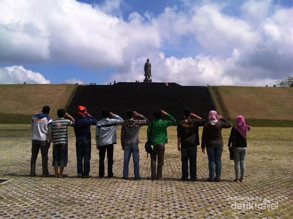 Megahnya Monumen Jenderal Sudirman Pacitan Mojensu Memiliki Tiga Tingkatan Anak