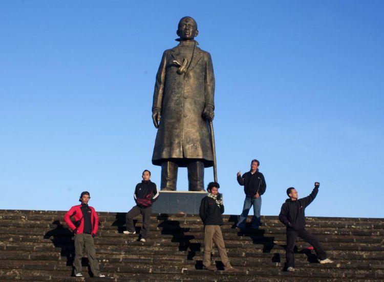 Pesona Wisata Pacitan Menarik Dikunjungi Estutrans Monumen Jenderal Soedirman 562
