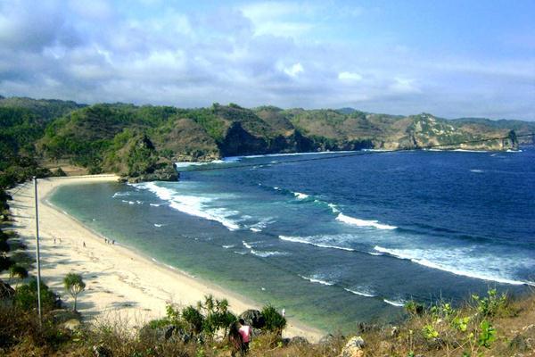 10 Tempat Wisata Pacitan Disinggahi Pantai Srau Kab