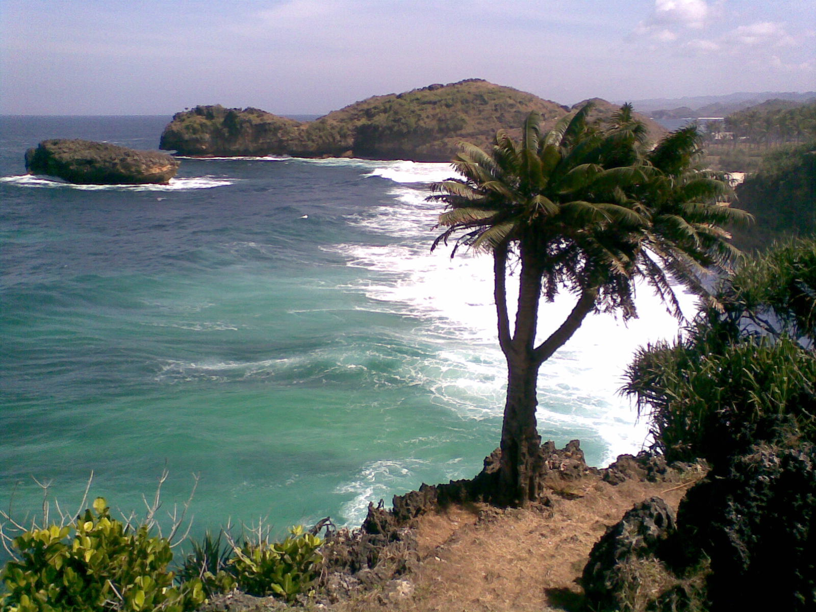 Dilarang Blog Menikmati Ombak Laut Selatan Pantai Srau Pacitan Terletak