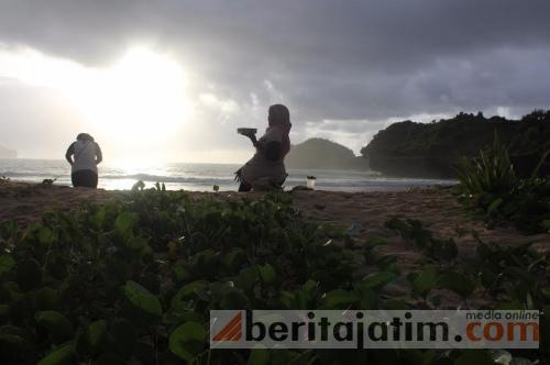 Mengejar Bintang Disinari Matahari Terbit Pantai Srau Pacitan Kab