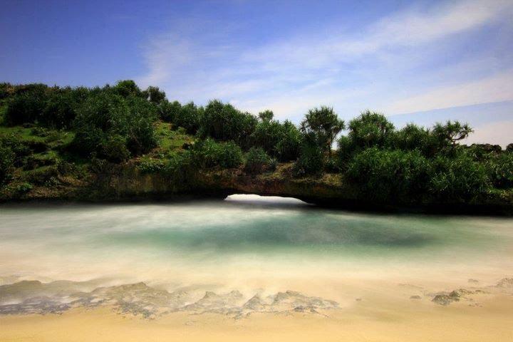 Pantai Srau Pacitan Keindahan Tersembunyi Kab
