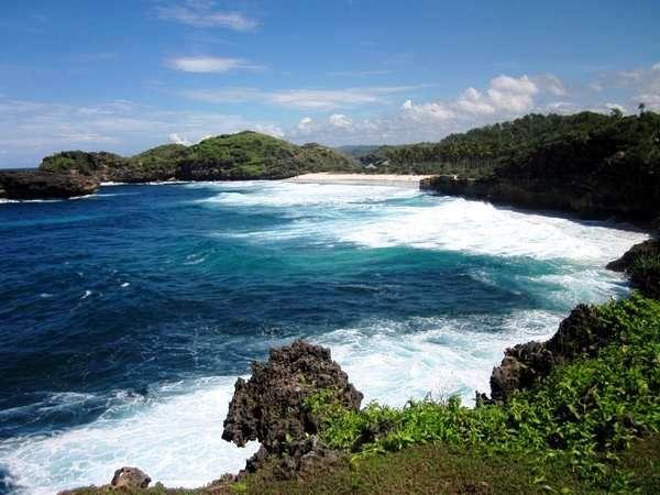 Pantai Srau Pacitan Lokasi Perairan Bertebing Tebing Kab