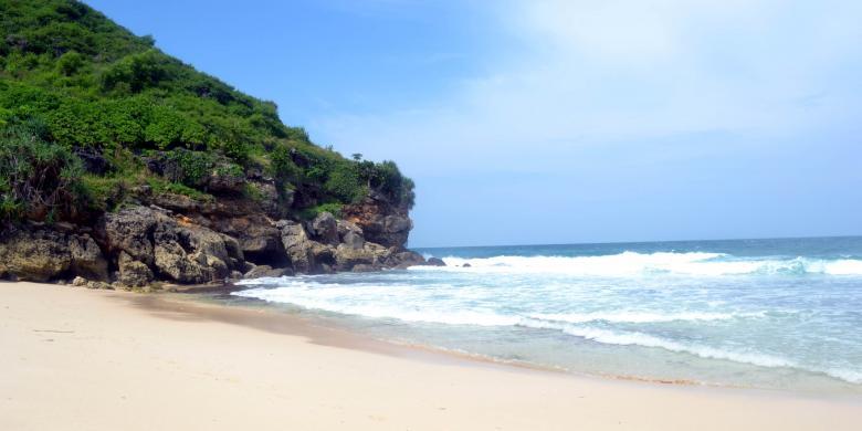 Pantai Srau Tersembunyi Negeri 1 000 Goa Kompas Kab Pacitan