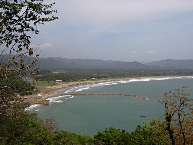 Pantai Teleng Ria Esotika Pacitan Pacitanisti Lautan Menjorok Darat Biasa