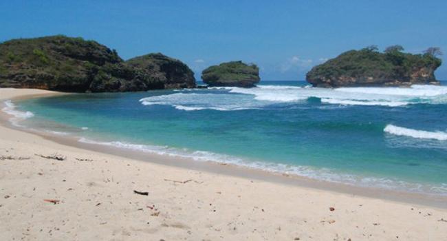 Pantai Watu Karung Pacitan Surga Surfing Pulau Jawa Wisata Timur