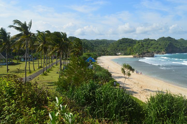 Tiga Sensasi Berbeda Pantai Srau Pacitan Berita Feature Jawa Timur