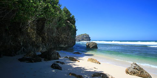 Travel Artikel Wisata Pantai Srau Secuil Surga Pacitan Kab