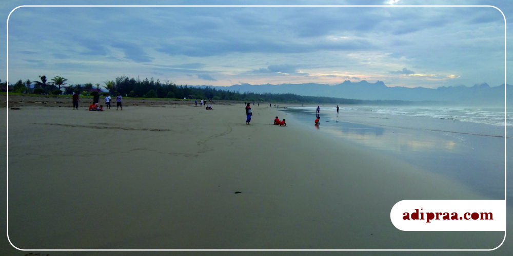 Berlarian Kesana Kemari Pantai Teleng Ria Pacitan Adipraa Panorama Pagi