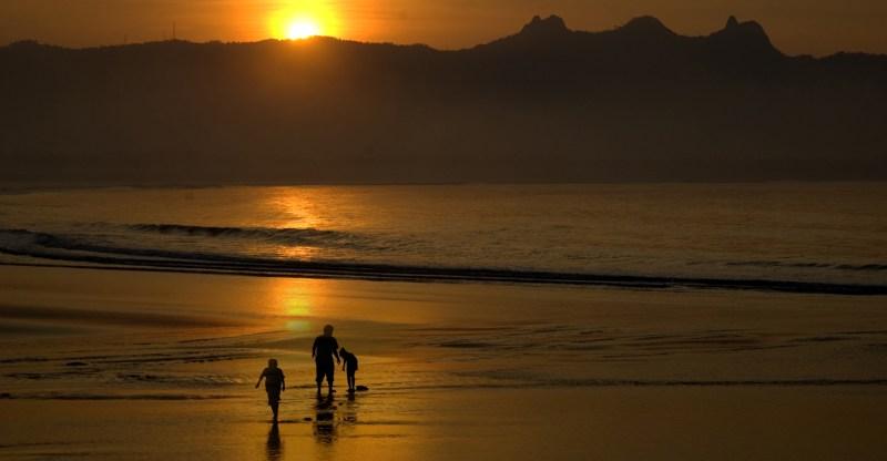 Keindahan Landscape Pantai Teleng Ria Pacitan Perbukitan Indahnya Indonesia Kab