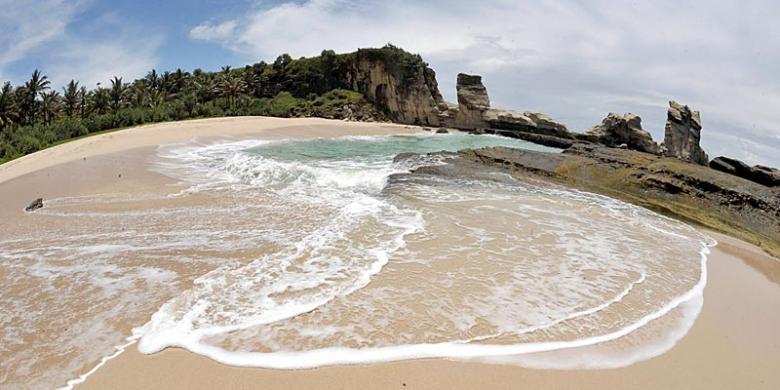 Pantai Soge Keindahan Pesisir Pacitan Kompas Teleng Ria Kab